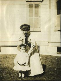 Photograph, Henriette Alice Metcalf and Child