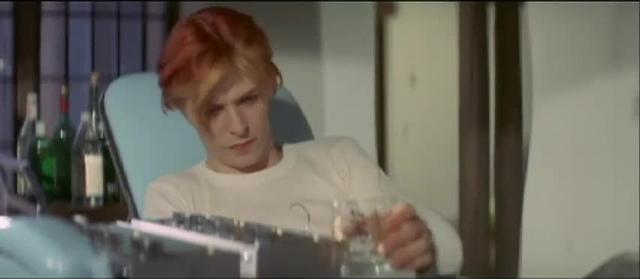 David Bowie watches 12 TV screens at once in The Man Who Fell To Earth
