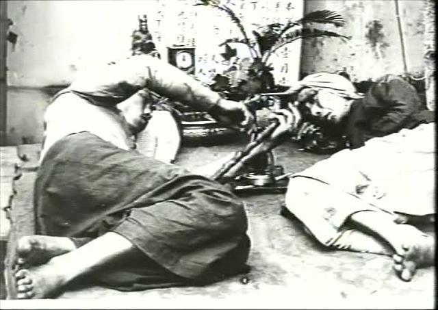 Fumerie d'opium - Lumière film #1270 (1900)