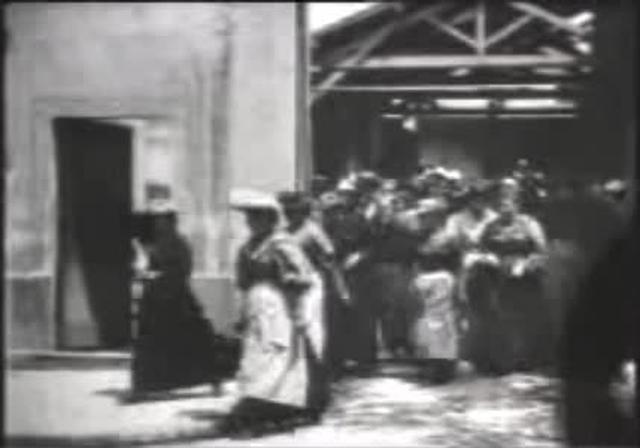 La Sortie de l'usine Lumière de Lyon (Workers leaving the Lumière Factory) 1895