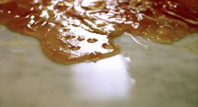 Caramel - the use of extreme close-ups in a title sequence.